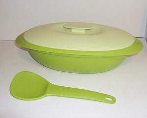 Tupperware Legacy Soup Tureen with Ladle