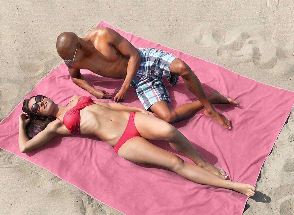 Top 10 Best Beach Blankets in 2019 – A Comparison & Guide